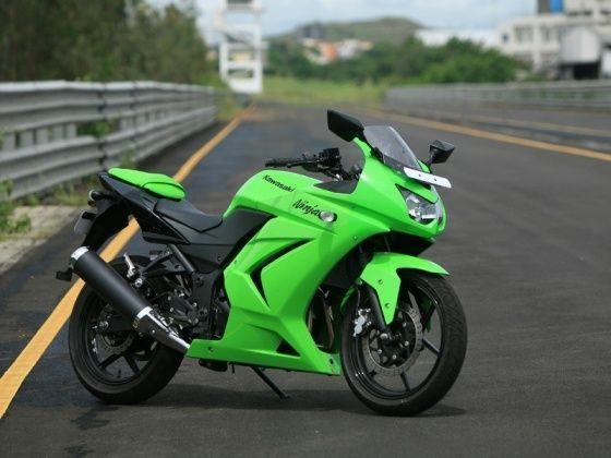 Kawasaki Ninja 250R: First Ride - ZigWheels