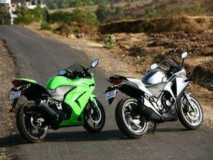 Honda CBR250R vs Kawasaki Ninja 250R : Comparison - ZigWheels