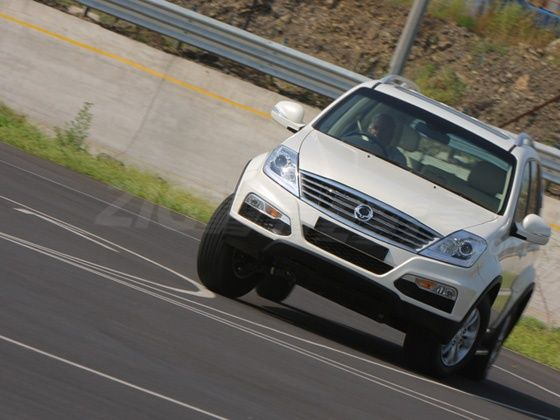 Mahindra SsangYong Rexton wins 2012 ET ZigWheels Premium SUV of the Year