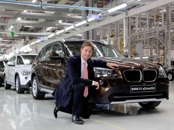 02 Mr. Juergen Eder, Managing Director, BMW Plant Chennai with the 25,000th car rolling out from the assembly line