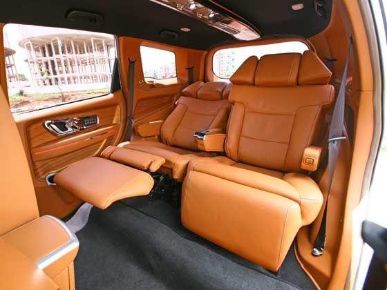 Mahindra XUV500 DC Lounge 24 Inch Captain Seats