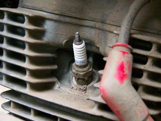 How To Clean Spark Plugs >> Motorcycle Spark Plug Care Zigwheels