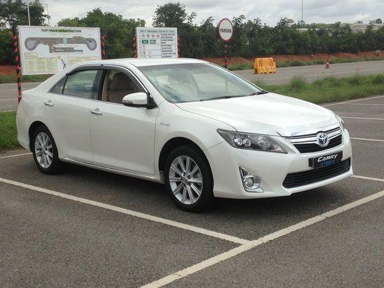 Toyota Camry Hybrid unveiled