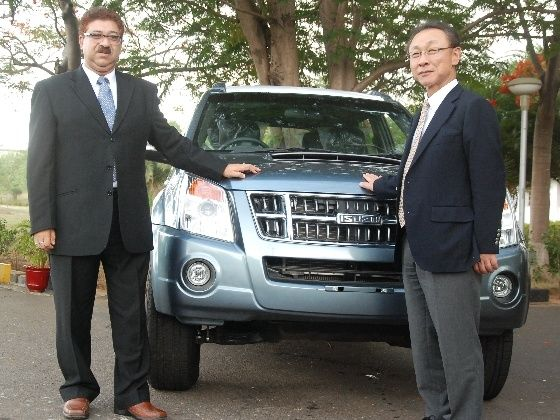 HM MD Uttam Bose with Isuzu Motors India President Takashi Kikuchi