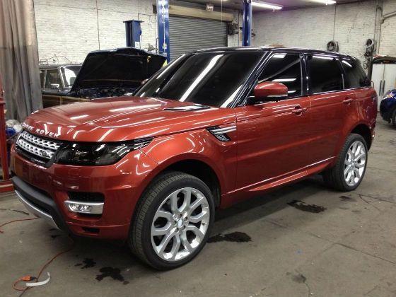 Front shot of 2014 Range Rover Sport
