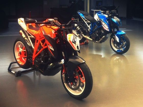 KTM 1290 Super Duke R Patriotic Edition and the concept model (leaked image)
