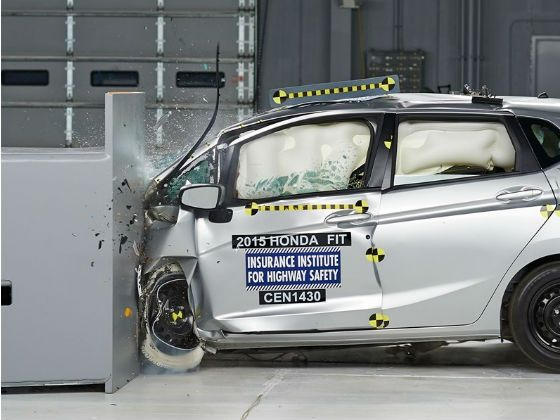 2015 Honda Jazz front impact crash test at IIHS