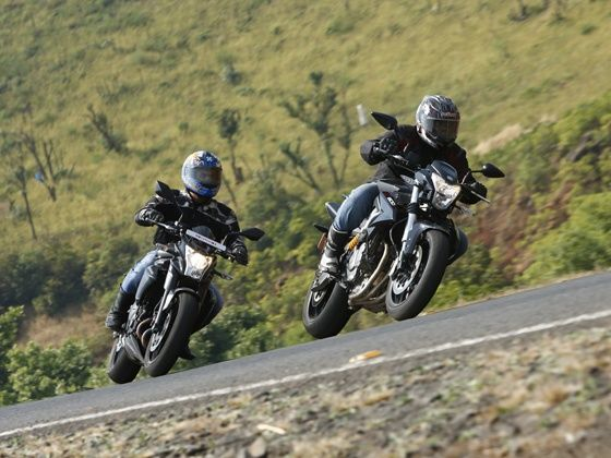 Kawasaki ER-6n vs Benelli TNT 600i action shot
