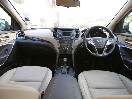 2014 Hyundai Santa Fe Interiors