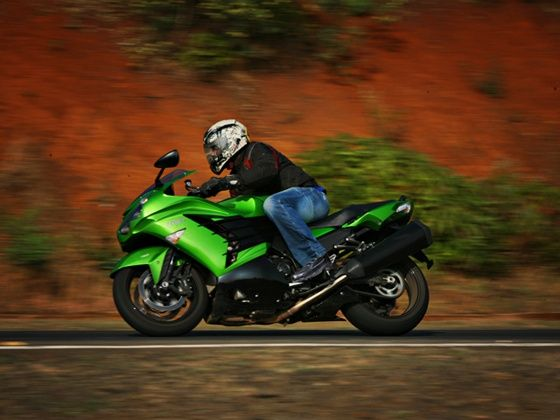 Kawasaki ZX-14R side action shot