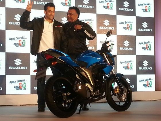 Salman Khan poses with the new Gixxer 150cc motorcycle