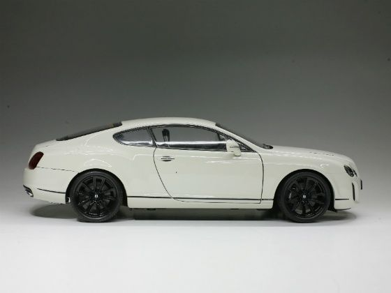1:18 Bentley Continental Supersports Side