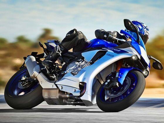 2015 Yamaha R1 action shot