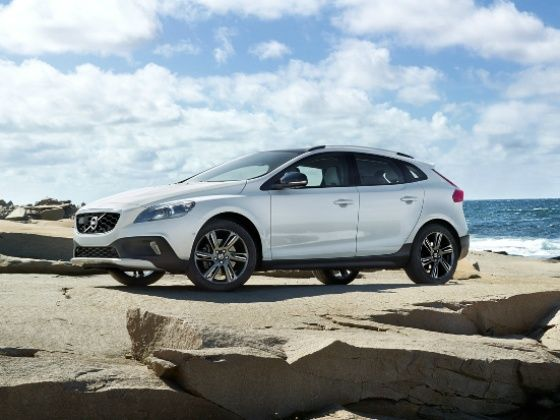 volvo v40 cross country petrol launched in india at rs 27 lakh zigwheels. Black Bedroom Furniture Sets. Home Design Ideas