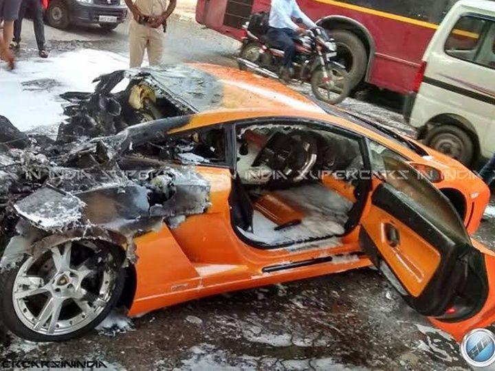 Lamborghini Gallardo Catches Fire In Delhi Zigwheels