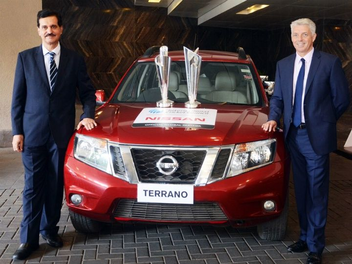 Arun Malhotra, MD Nissan Motor India Pvt. Ltd. and David Richardson, Chief Executive ICC with the WT20 Trophy