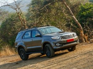 Toyota Fortuner 2 8 4x4 AT Price in India, Specification