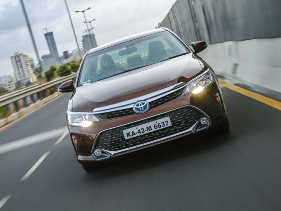 2015 Toyota Camry Hybrid : Detailed Review