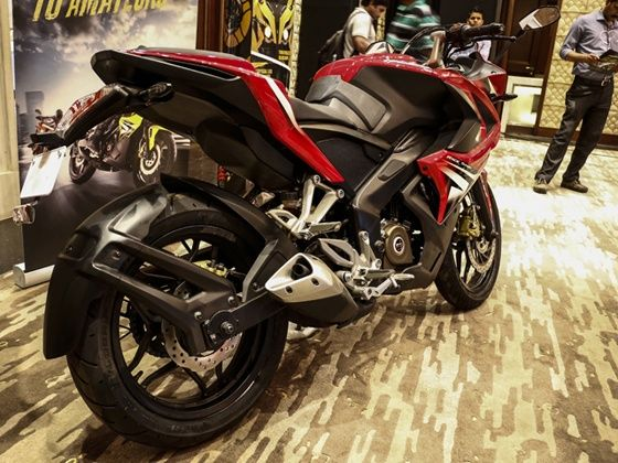 Terrific Bajaj Pulsar Rs200 7 Things You Need To Know Zigwheels Ncnpc Chair Design For Home Ncnpcorg