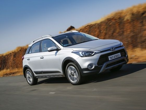 Hyundai i20 Active crossover compared to Ford EcoSport in India