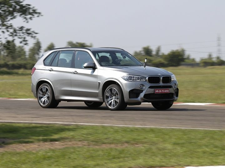 BMW X5M in action