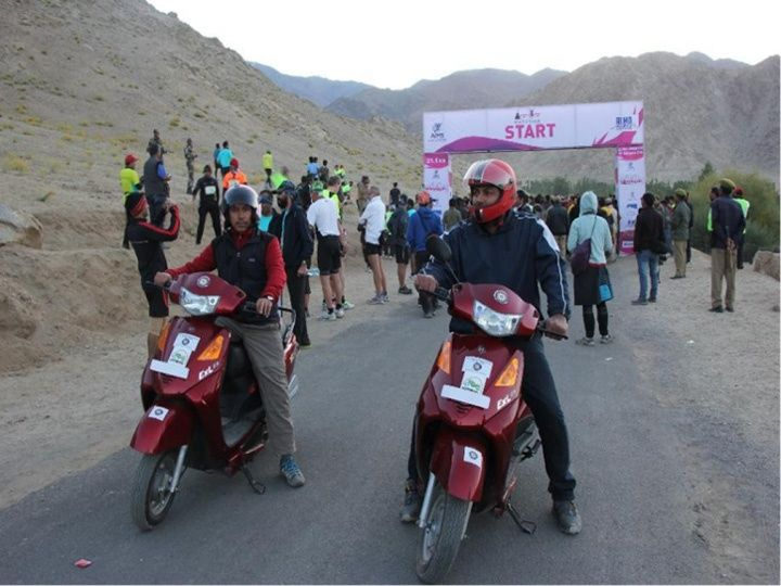 Yobykes and GHE team up to reach Khardung La Pass