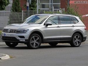 vw tiguan xl suv spotted testing in germany zigwheels. Black Bedroom Furniture Sets. Home Design Ideas