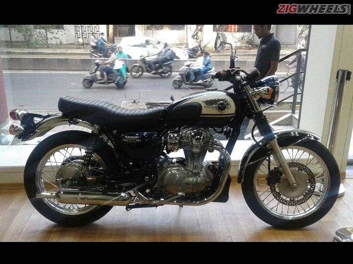 Kawasaki W800 Spotted At Dealership Launch In January Zigwheels