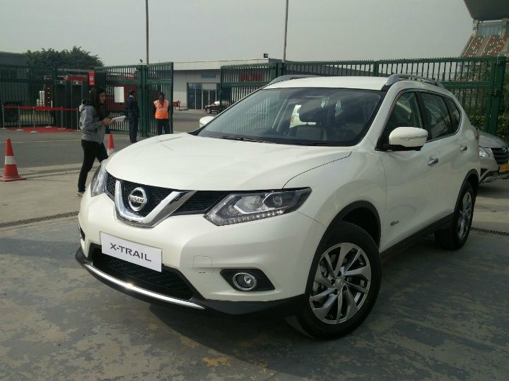 Nissan X-Trail India front