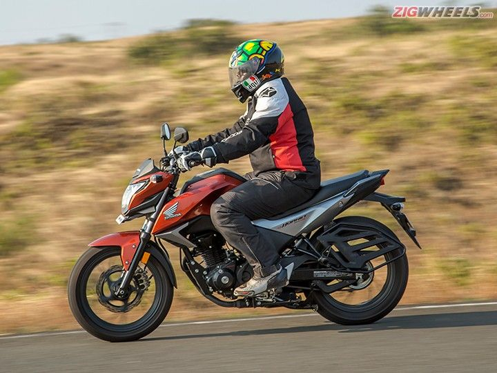 Honda Hornet 160R Action