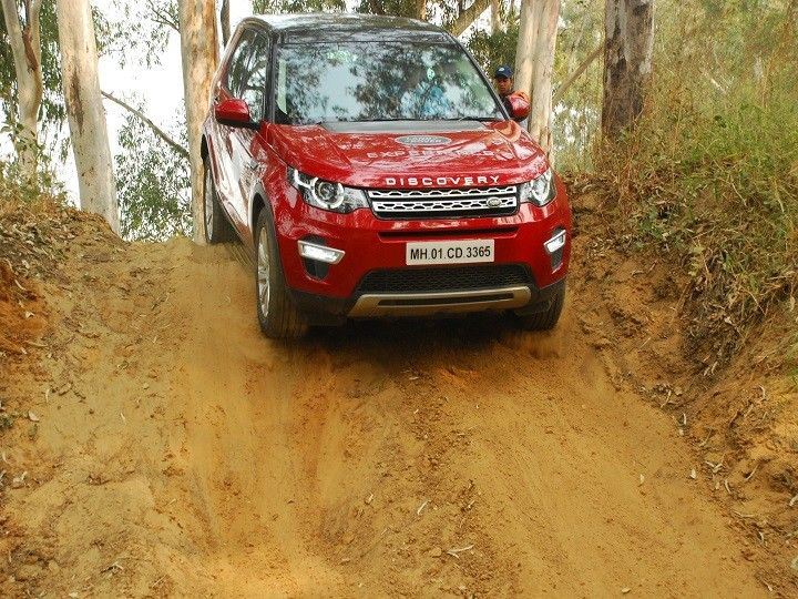 A Land Rover Discovery Sport at thr Land Rover Experience event