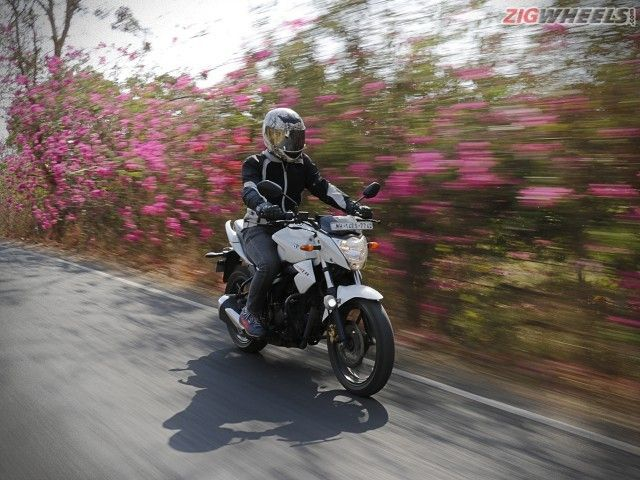 5 Accessories Under Rs 1000 That Will Make Your Everyday Riding Better