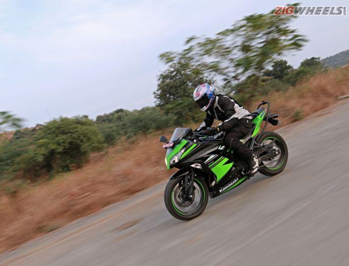 2017 Kawasaki Ninja 300: Road Test Review - ZigWheels