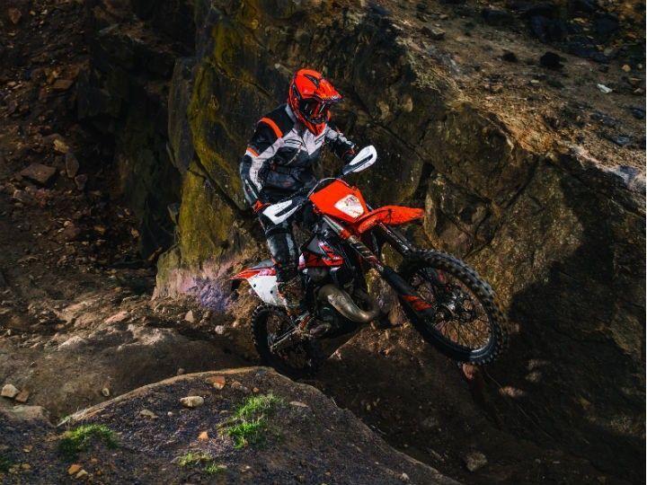 KTM Unveils Fuel-injected 2-stroke Enduro Bikes - ZigWheels