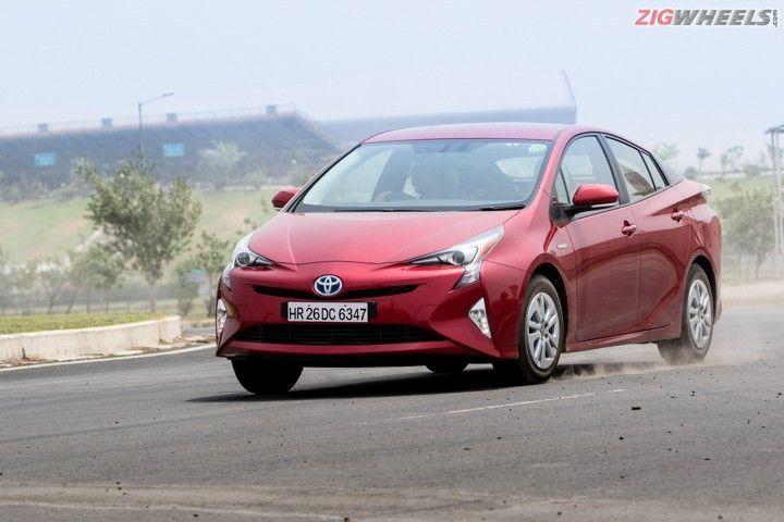 2017 Toyota Prius: Road Test Review - ZigWheels