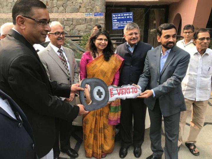 Mahesh Babu, CEO, Mahindra Electric handing over keys of the E-Verito to Saurabh Kumar, MD, EESL
