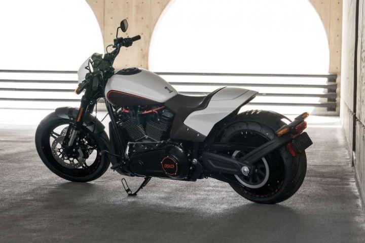 2019 Harley Davidson FXDR rear
