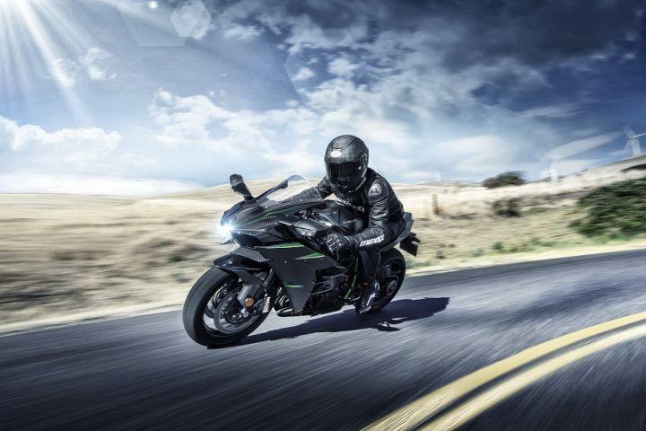2019 Kawasaki Ninja H2 Carbon cornering
