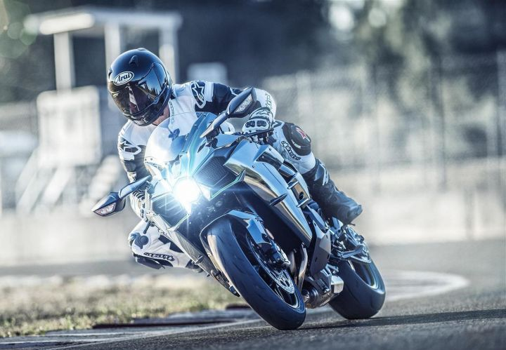 2019 Kawasaki Ninja H2 front action