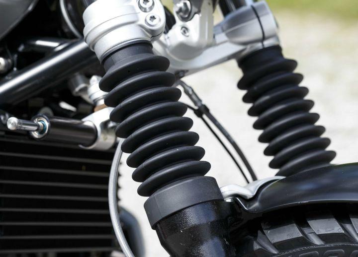 BMW RnineT Scrambler vs Ducati Scrambler 1100 Spec Comparison 25