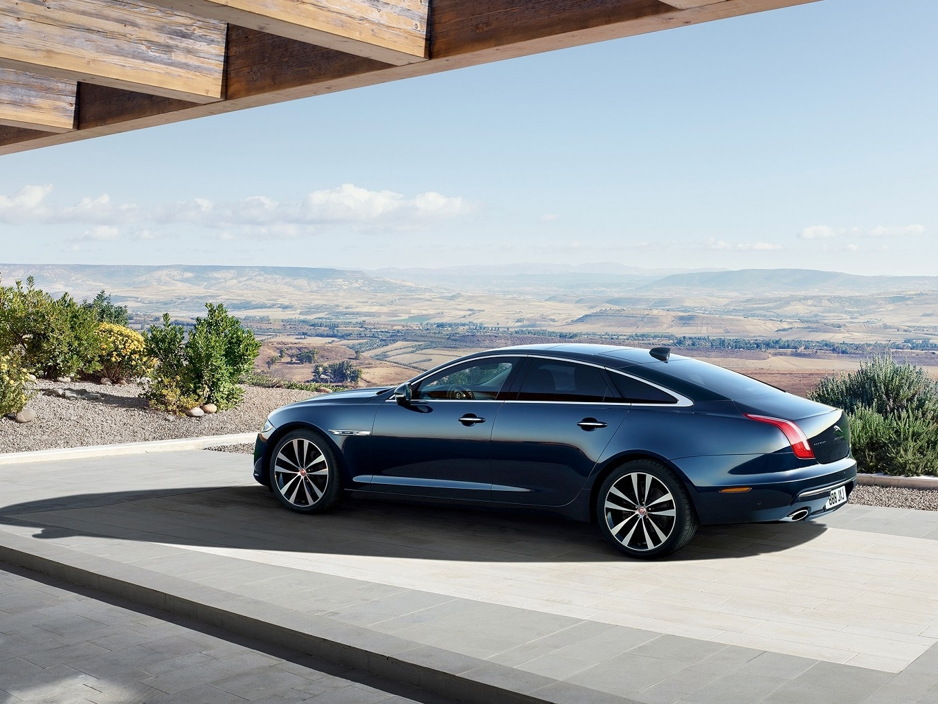 2019 Jaguar Xj50 Launched At Rs 1 11 Crore Zigwheels