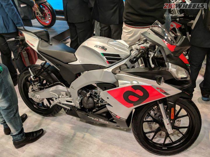 Aprilia Unveils Tuono 150 And Rs 150 At Auto Expo 2018