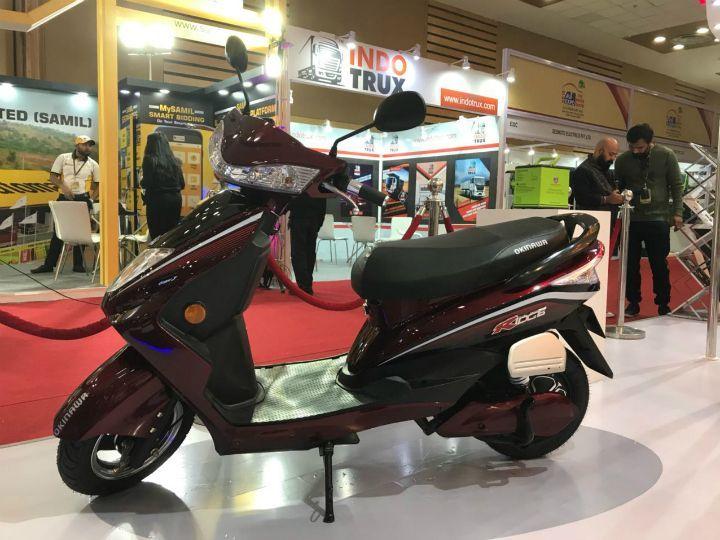 Okinawa-Scooter-Showcase-Auto-Expo-18-5