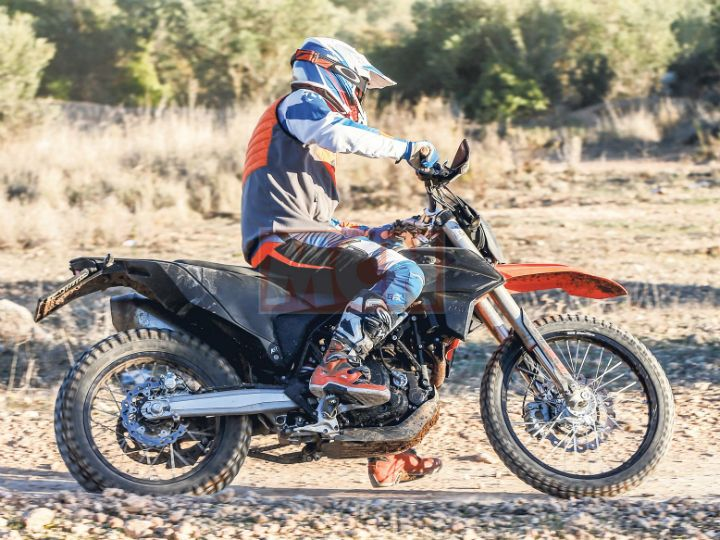ktm 690 supermoto and enduro spied testing. Black Bedroom Furniture Sets. Home Design Ideas