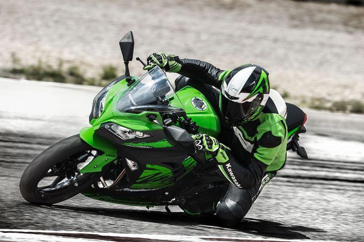 2019 Kawasaki Ninja 300 cornering 2