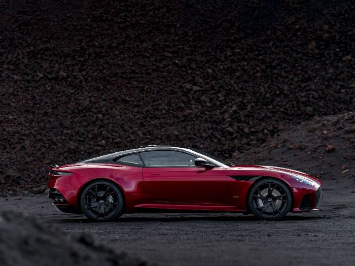 Aston Martin S Dbs Superleggera Makes Us Dizzy Zigwheels