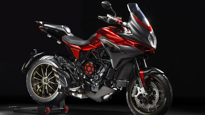 MV Agusta Turismo Veloce 800 Lusso SCS front angle