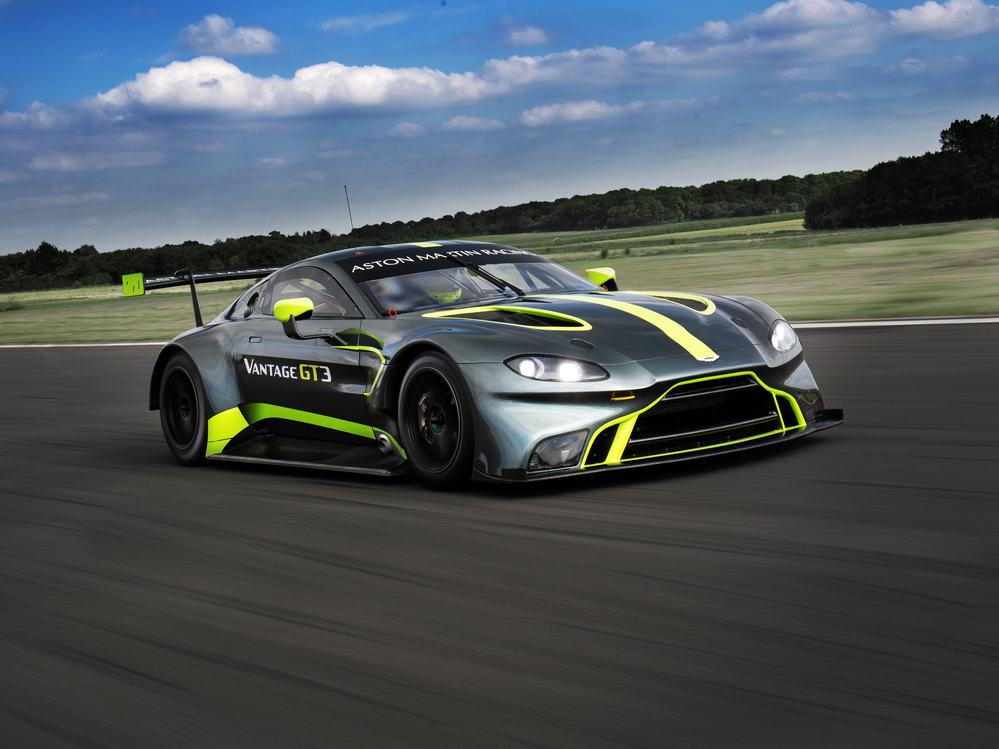 Aston Martin Gt3 And Gt4 Rich Boy Race Cars Debut Zigwheels