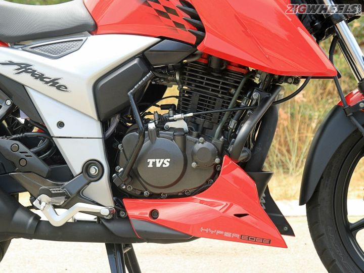 tvs apache rtr 160 4v first ride review. Black Bedroom Furniture Sets. Home Design Ideas