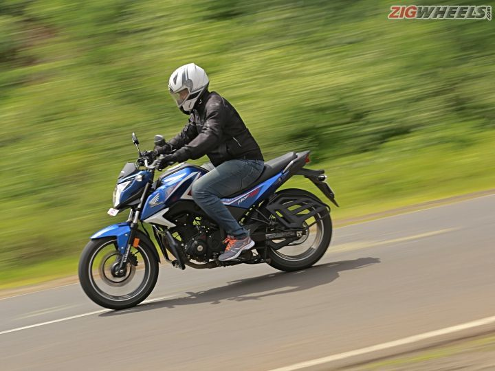 Honda CB Hornet 160R side action shot